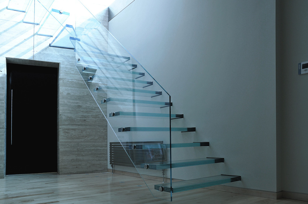 balustrade-with-stunning-cantilevered-all-glass-staircase-balustrade-staircase-